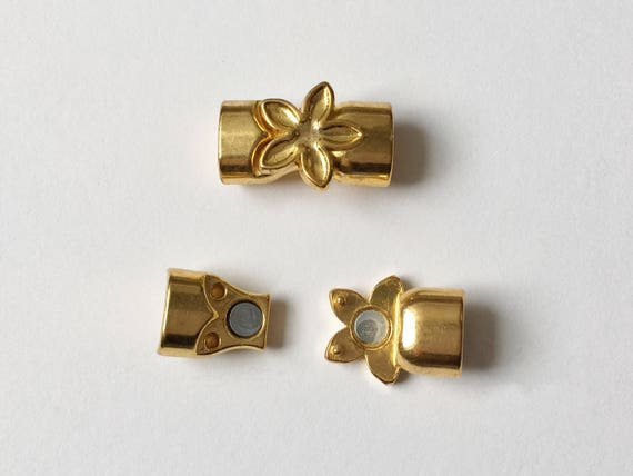 Gold Tone Flower Magnetic Clasp, 10.4x6.3mm Oval Opening, Used For Licorice Leather And Kumihimo