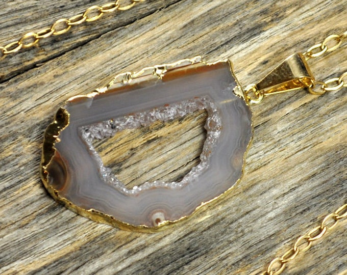 Small Geode Necklace, Geode Pendant, Geode Slice Necklace, Geode Slice Pendant, Geode Gold Necklace, Geode Gold Pendant, 14k Gold Fill Chain