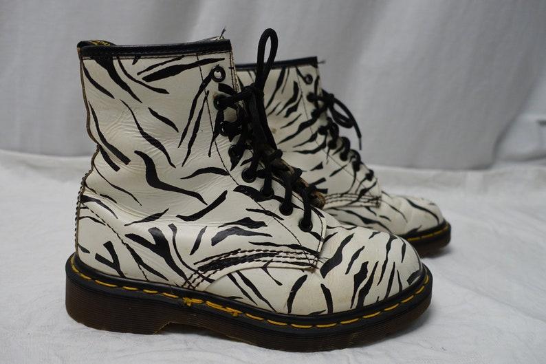 MARTENS 1460 Zebra Stripe Pattern White Leather Boots Uk-5 Original Made in England Shoes Doc Doc/'s Vintage 8-EYE DR