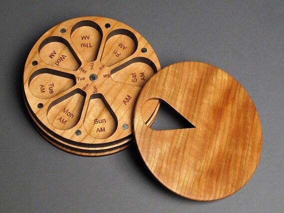 Origami Pill Box / Organizer Video Tutorial | Origami box, Useful ... | 427x570