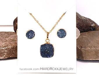 Triangle Studs and Rectangular Pendant Necklace GIFT SET!! Genuine Rough-Cut Druzy Jewelry HardRoxx Titanium Blue Necklace /& Earrings