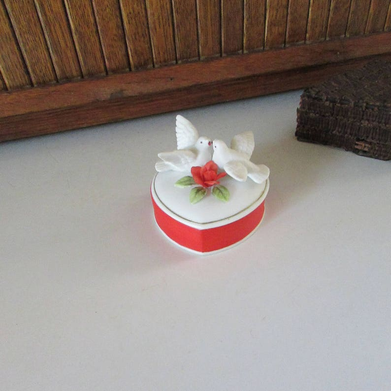 Lefton Heart Trinket Box \u2013 Red /& White Heart Shaped Porcelain Box with White Doves and Red Rose \u2013 Vintage Lefton Heart Jewelry Box