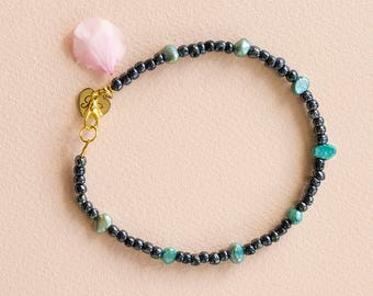 Blue beaded anklet with mother of pearl beads.