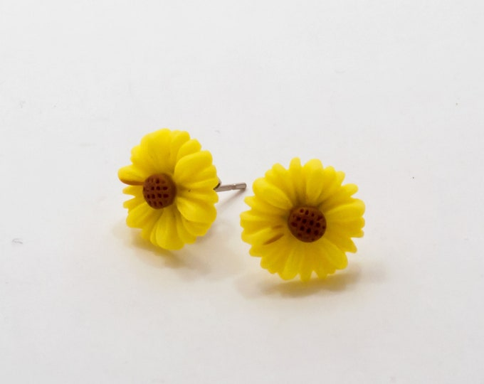 Yellow Daisy Flower Post Stud Earrings.