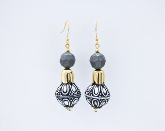 Antalya Grey drop earrings.