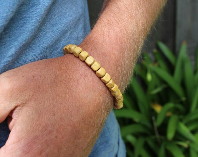 Men's wooden beaded bracelet.