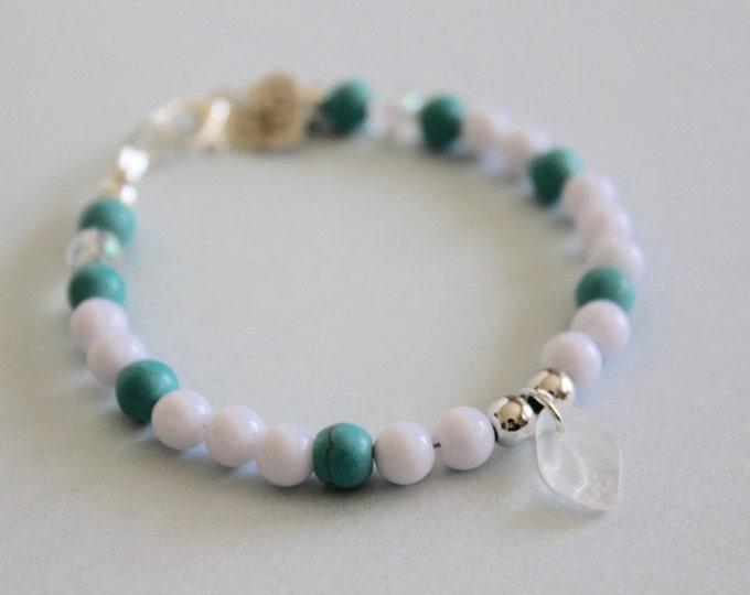 Turquoise in the snow beaded bracelet.