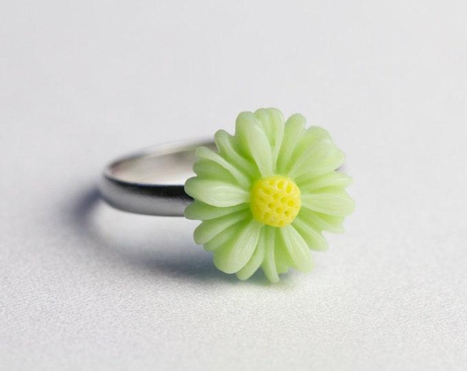 Light green lime adjustable Daisy ring.