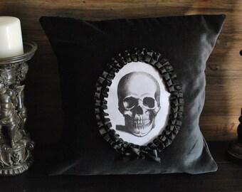 Black velvet  skull throw pillow, gothic cameo cushion, macabre, memento mori, halloween, gothic home decor, alternative, goth victorian