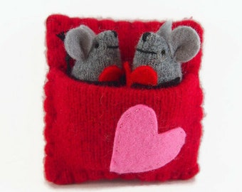 Valentine mouse, mouse bed, mouse sleeping bag, love mice, tiny stuffed toy, cute mouse, valentine gift, kids valentine