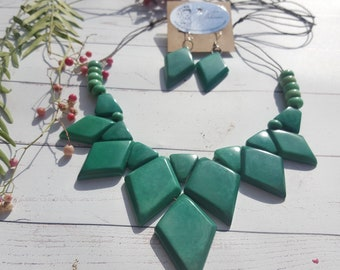 Tagua green necklace/  Handmade eco friendly Jewelry/ Gift for mom/ Geometric necklace/triangle bib/ jade necklace
