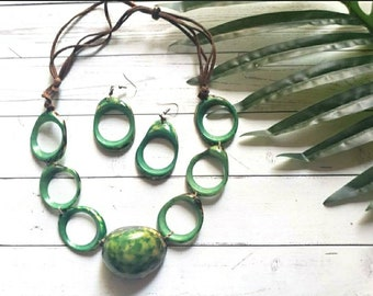Green tribal Tagua necklace/Statement tagua necklace/ Eco friendly wooden nature necklace/Handmade slow fashion/Ethical beads