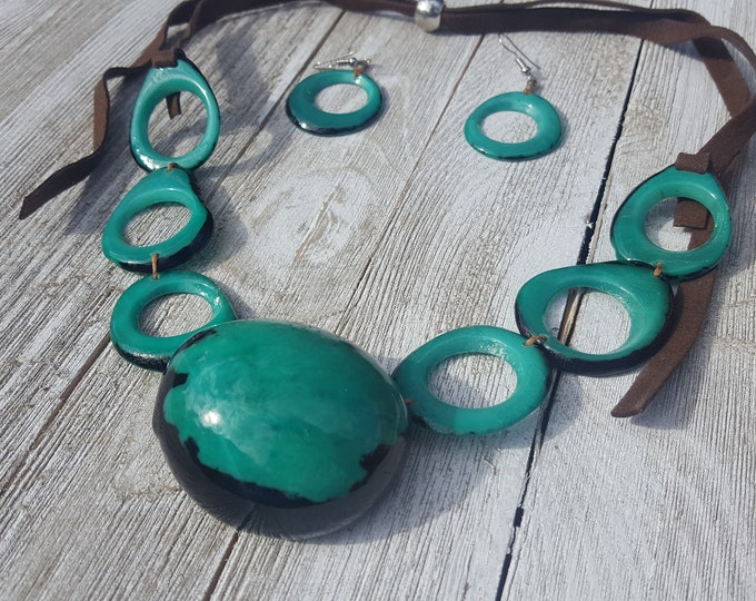 Aurora green tribal necklace bezote/ chunky jewelry/statement jewelry/tagua necklace/handcrafted jewelry/fashion jewellery/costume jewelry