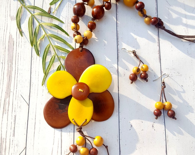 Flower necklace/tagua tridimensional necklace/ yellow &brown necklace/ long necklace/ gift ideas/ costume jewel/ by Allie