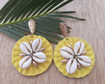 Statement straw  yellow earrings/Summer Earrings/ Rattan Disks Earrings/ Bold and big straw earrings/Straw and shells earrings/Moms gifts