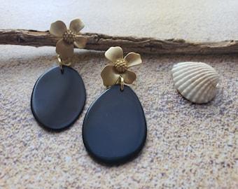 Onix black and gold tagua earrings/Whimsical delicate earring/ Flower gold earrings/ posts earrings/Dangling earrings