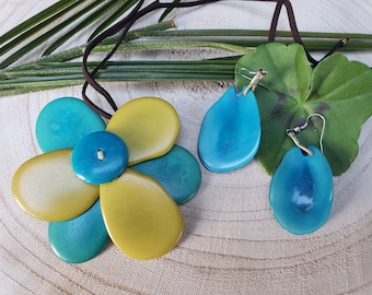 Tagua flower necklace/ Choker flower necklace/ Eco friendly nuts natural Necklace/ Colorful flower jewel