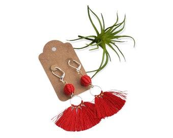 Straw beads and fan mini tassels earrings/ Red fan tassels earrings/Gray tassels fan earrings/Boho chic jewelry ecofriendly