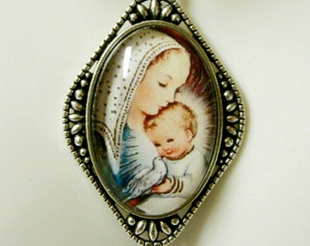 Madonna and child pendant and chain - AP26-177