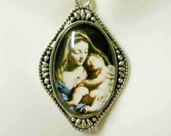 Madonna and child pendant and chain - AP26-080