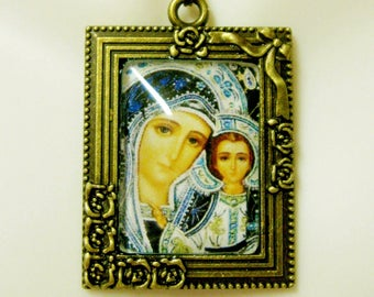 Madonna and child picture frame pendant and chain - AP05-425