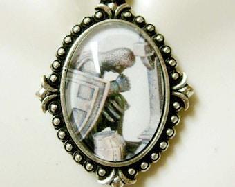 Knight Templar in prayer brooch//pin BR09-006