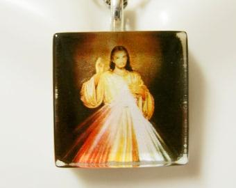 Divine Mercy pendant with chain - GP02-012