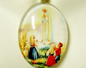 Our Lady of Fatima pendant with chain - GP04-116 cameo style