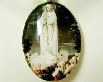 Our Lady of Fatima pendant with chain - GP04-117 cameo style
