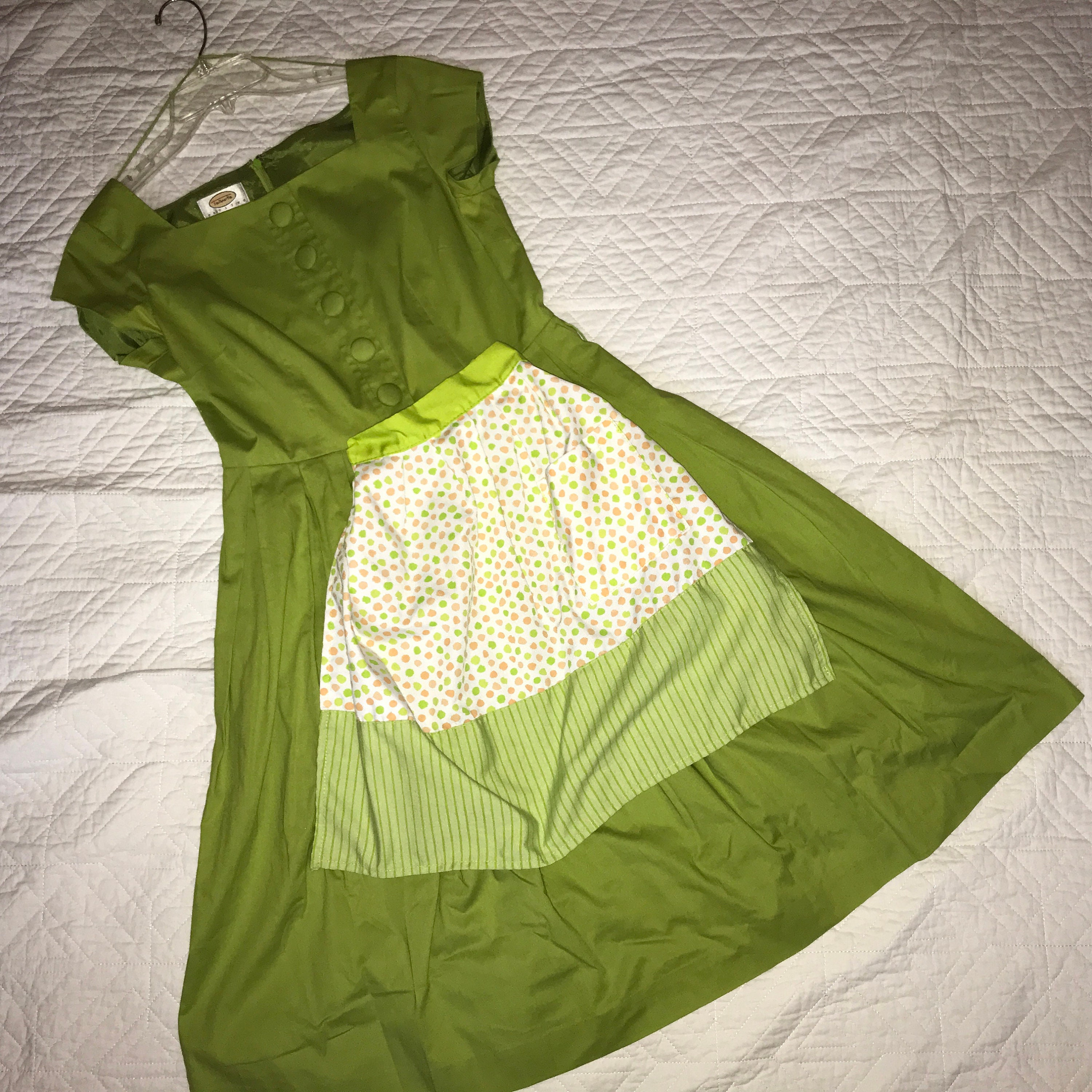 Vintage Aprons, Retro Aprons, Old Fashioned Aprons & Patterns Diner Waitress Flo Alice Dress Apron Womens Size 6 Halloween Costume Zombie 50S Look $52.00 AT vintagedancer.com