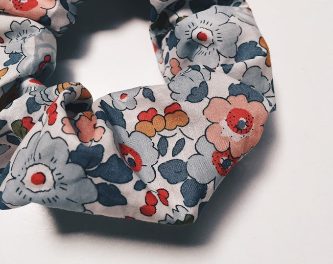 SCRUNCHIE made in Liberty Fabric - hair accessories for women and children. Liberty print BETSY P (grey) size large