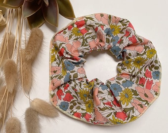 SCRUNCHIE // made with Liberty Fabric Tana Lawn // hair accessories // Liberty print Poppy + Daisy 19A (Apricot)