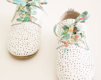 LIBERTY FABRIC SHOELACES // Made with Liberty Fabric in adult and children's sizes  - Betsy D (Green)