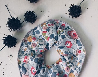 SCRUNCHIE // made with Liberty Fabric Tana Lawn// hair accessories// Liberty print BETSY P (grey)