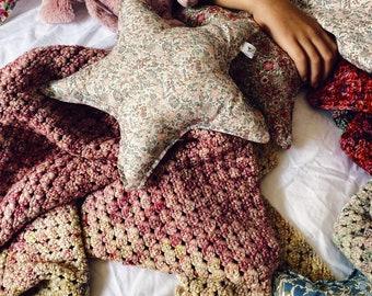 STAR PILLOW // Made with Liberty Fabric Tana Lawn// Liberty print Emma+Georgina X // Children's room decoration