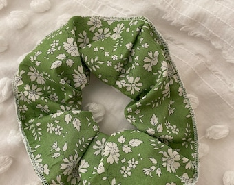 SCRUNCHIE // made with Liberty Fabric Tana Lawn // hair accessories // Liberty print Capel Apple