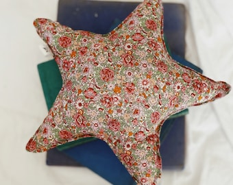 STAR PILLOW // Made with Liberty Fabric Tana Lawn// Liberty print Amelie F (Pink) // Children's room decoration