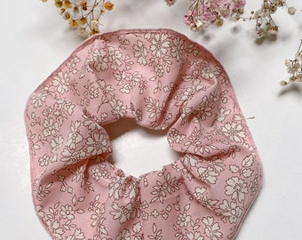 SCRUNCHIE // made with Liberty Fabric Tana Lawn// hair accessories // Liberty print CAPEL S (Pink)