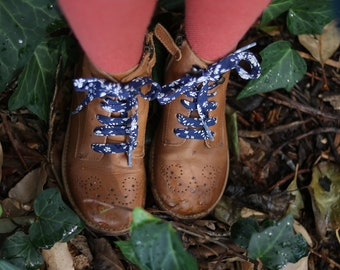 LIBERTY PRINT SHOELACES - Capel 19A (Navy)