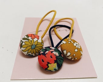 BUTTON HAIR TIES // Constructed from Liberty Fabric Cotton Tana Lawn // set of three (3) // Liberty print Poppy+Daisy. Thorpe. Capel