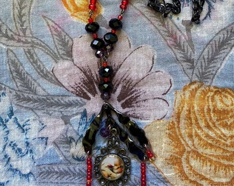 Vintage style necklace with Swarovski crystal and glass beads
