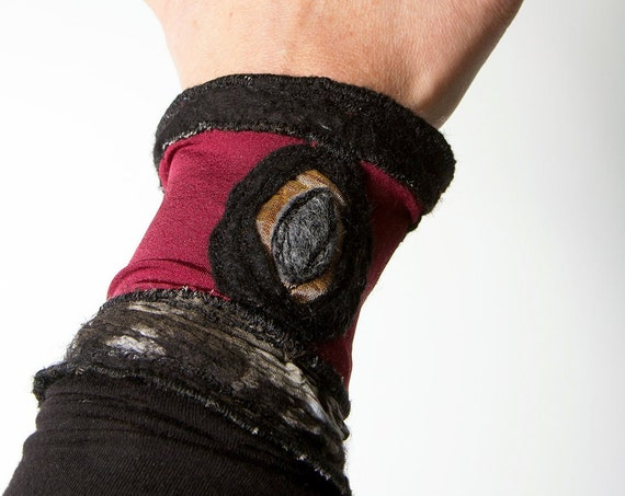 Nuno felt bracelet, mixed media textile art armwarmer/ Elastic cuff, embroidery felt accessories / Ariane Mariane - Paris