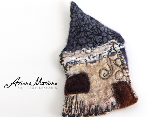 Cute Mini Art House Pin - Contemporary Wearable Fiber Art Brooche - Felt House Embroidered  - Original Art - Slow Design - France, Paris