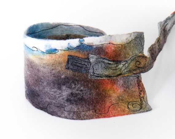 Textile art headband in watercolor shades, hand painted wool felt, free motion embroidered. Outstanding art fashion made with love in Paris.