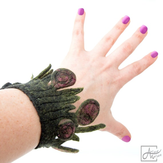 Wearable art poppy Bracelet gray green raspberry - felted art cuff -  Sculptural OOAK art nouveau inspired woman textile Jewelry from Paris