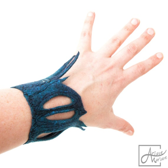 Wearable fiber art Bracelet. Sculptural felt art cuff. OOAK blue purple woman accessory. Crafted Felt Jewelry made in France / Paris