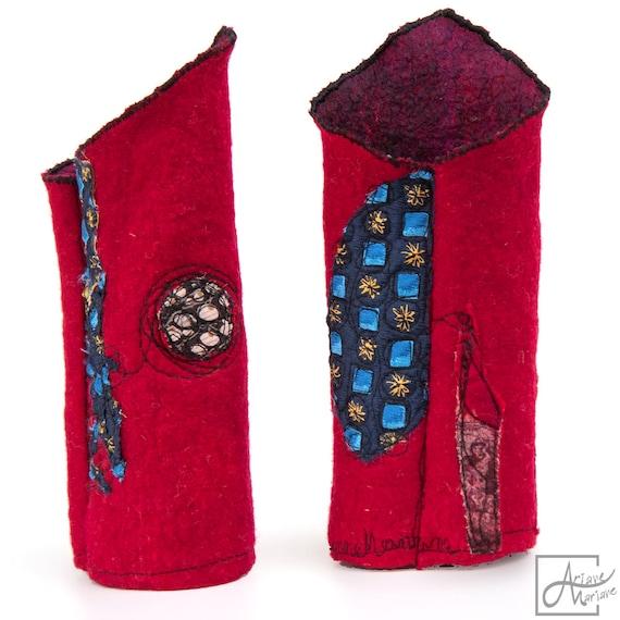 Cherish red felt arm warmers. Reversible merino wool and silk arm warmers. Fingerless nuno felt gloves. OOAK wearable art accessories Paris