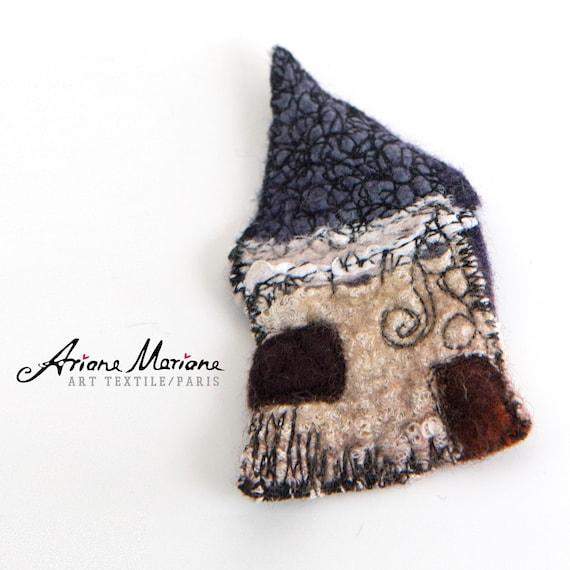Cute Mini Art House Pin - Contemporary Wearable Fiber Art Brooche - Felt House Embroidered  - Original Art - Slow Design - France, Paris
