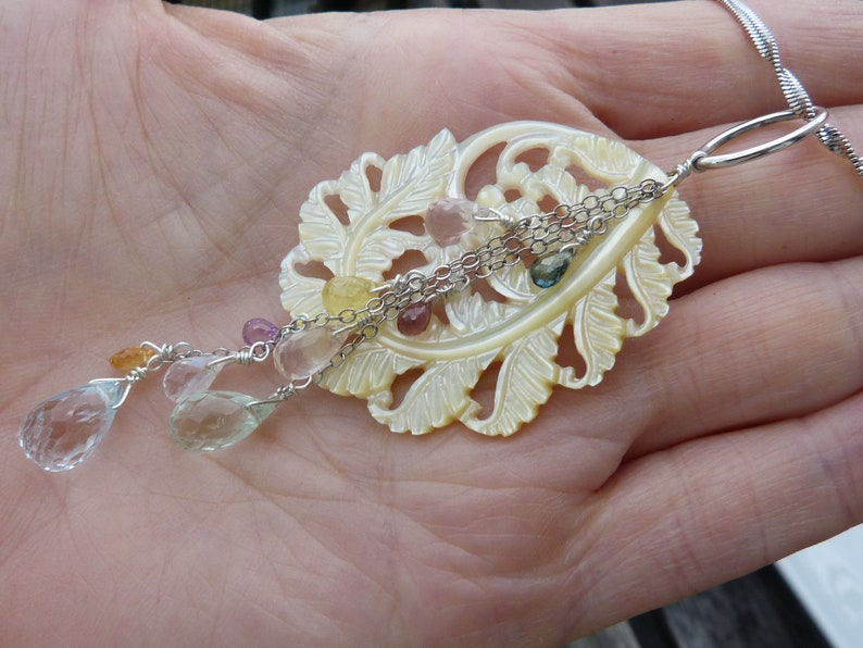 20/% off for US australian precious stones: IMPORTANT,French vat is included canadian buyers Silver necklace yellow shell