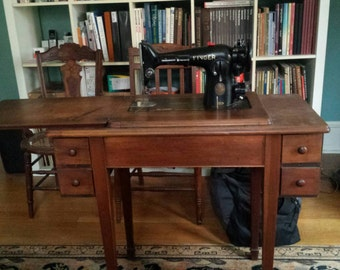 Vintage Singer Sewing Machine, Table Sewing Machine  PICK UP ONLY!